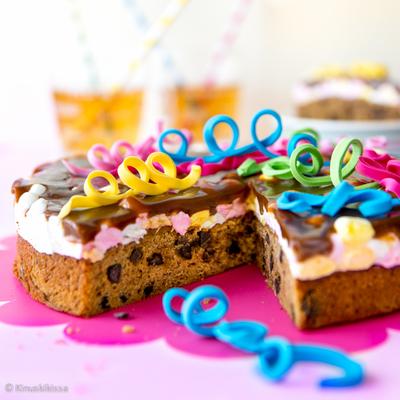 https://www.kinuskikissa.fi/wp-content/uploads/kinuskit/thumbs/2_mississippi-caramel-cake_400x400.jpg