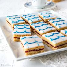 Sinivalkoiset aleksanterinleivokset
