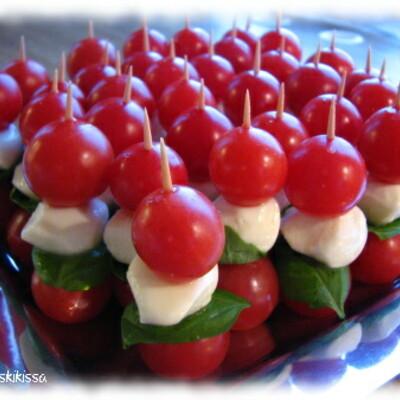 https://www.kinuskikissa.fi/wp-content/uploads/kinuskit/thumbs/2_tomaatti_mozzarella_tikut_400x400.JPG
