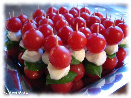 tomaatti_mozzarella_tikut.JPG