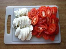 tomaatti_mozzarellapiirakka_vaihe5.JPG