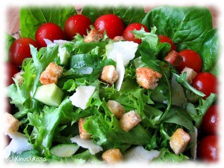 Vihreä salaatti 30 hengelle