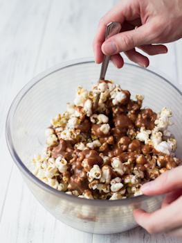 suklaatoffeepopcornit-vaihe-3
