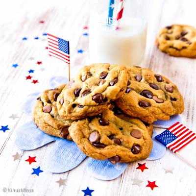 https://www.kinuskikissa.fi/wp-content/uploads/sini/chocolate-chip-cookies-artikkeli-2.jpg